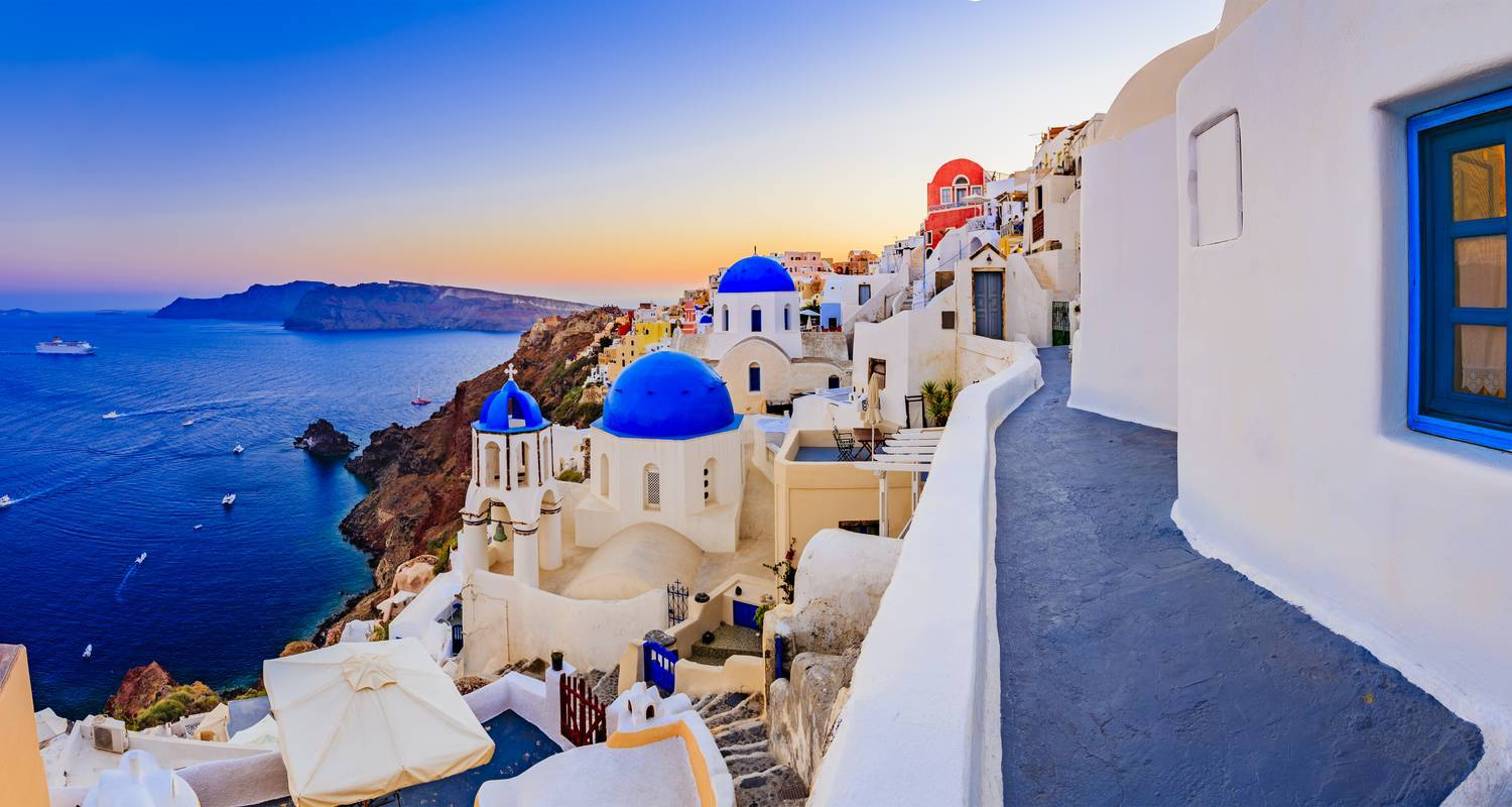 Explore Athens, Mykonos & Santorini & stay at 4* hotels (3 inclusive Day Tours)